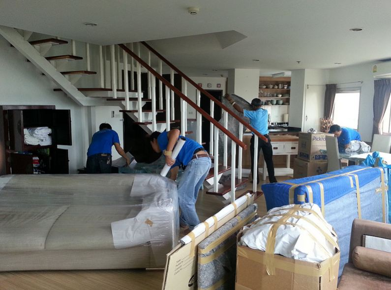 Nice Furniture Movers Packing